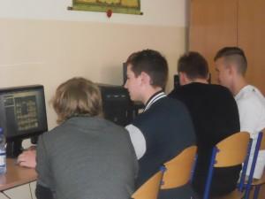 rozgrywki e-sportowe-kandydaci contra uczniowie